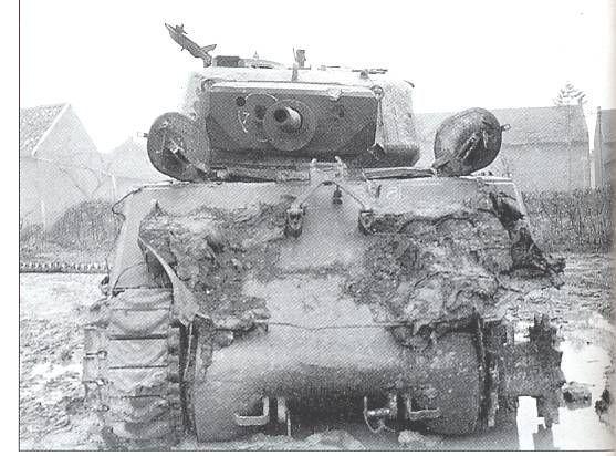M4A3 (Tamiya MM222) vs M32 (Italeri 203), 1:35 - M4A3 prêt à peindre - Page 2 WyPNR