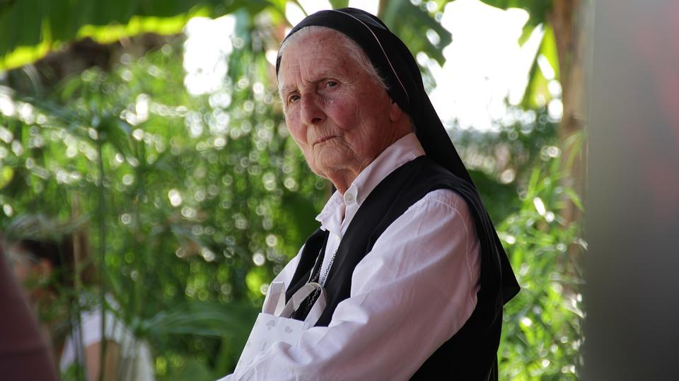 Les femmes âgées XNVaj