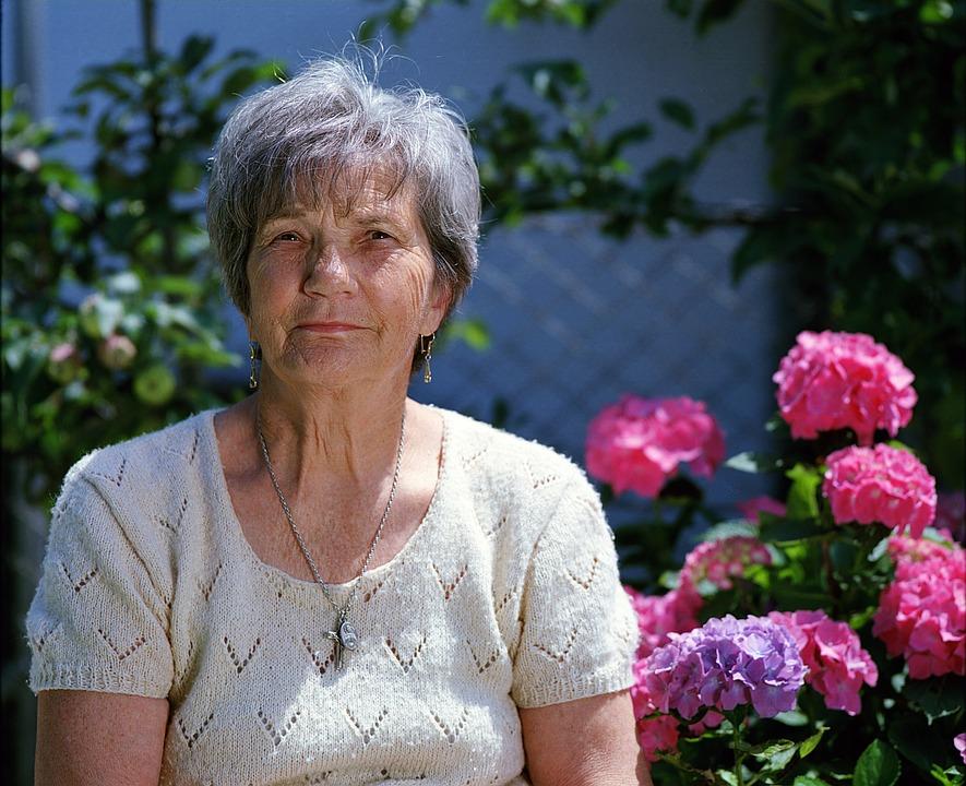 Les femmes âgées Yla3D