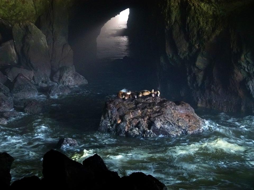 Les grottes  Ylgog